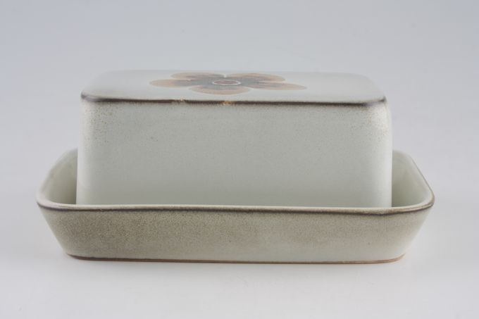 Denby Westbury Butter Dish + Lid covered