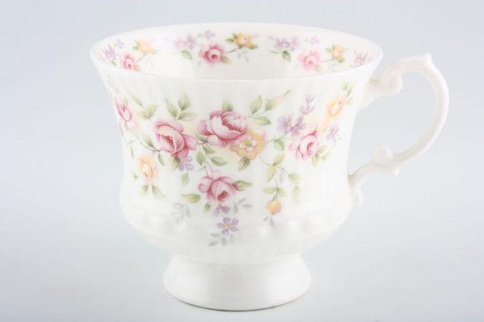 """Elizabethan Cotswold Teacup 3 1/4 x 2 7/8"""""""