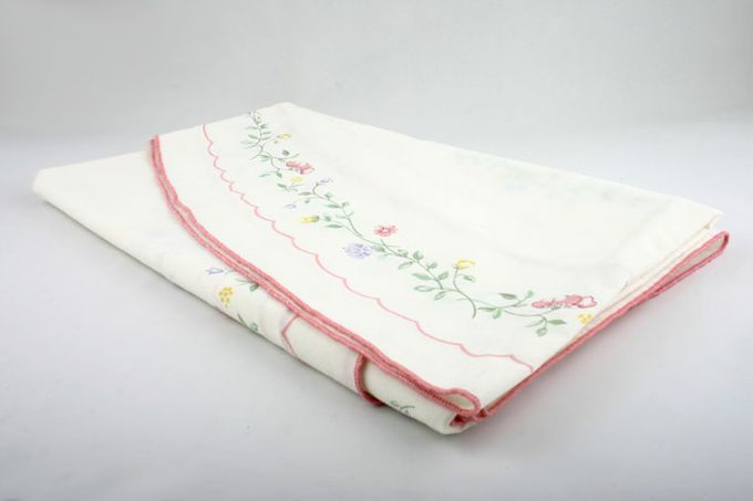 """Johnson Brothers Summer Chintz Tablecloth Oval 83 x 68"""""""