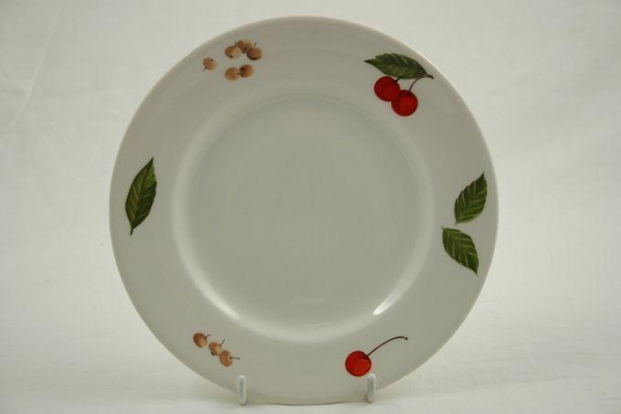 "Johnson Brothers Cerise Breakfast / Salad / Luncheon Plate 8 3/4"""