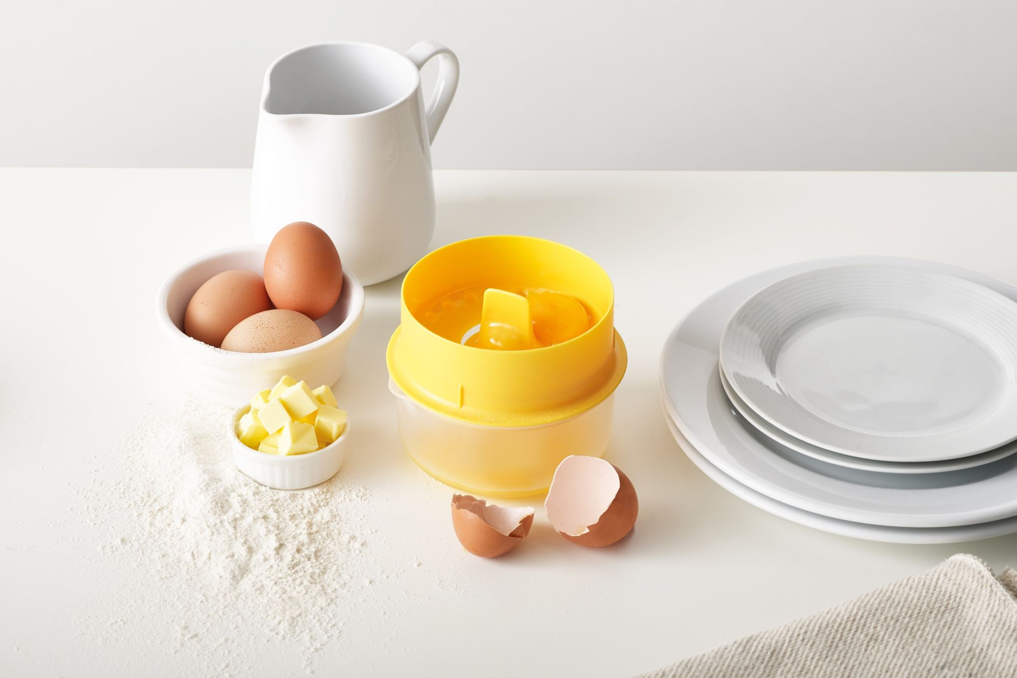 Joseph Joseph Cooking and Baking YolkCatcher thumb 1