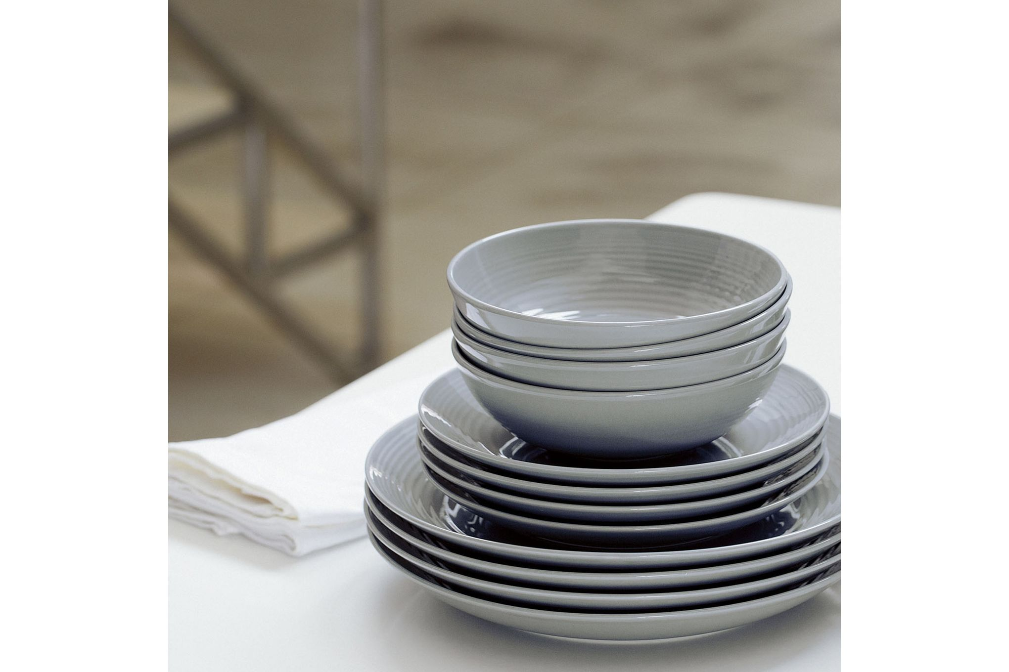 Gordon Ramsay for Royal Doulton Maze Dark Grey 12 Piece Set 4 x Plate 28cm, Plate 22cm, Bowl 18cm thumb 2