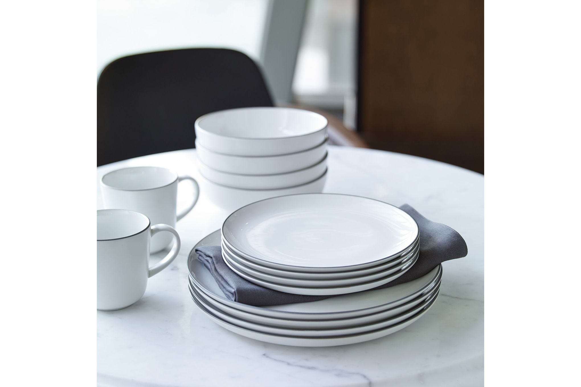Gordon Ramsay for Royal Doulton Bread Street White 16 Piece Set 4 x Plate 28cm, Plate 22cm, Bowl 18cm, Mug thumb 2