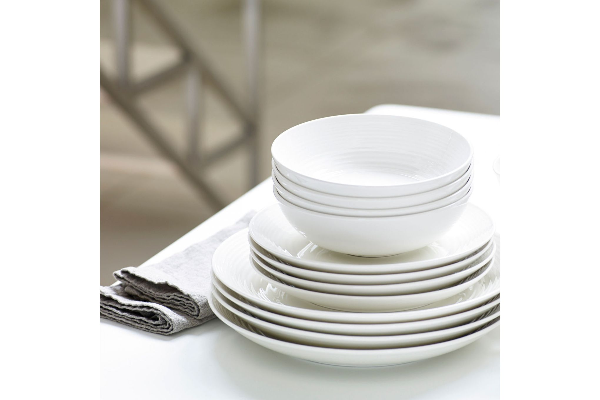 Gordon Ramsay for Royal Doulton Maze White 12 Piece Set 4 x Plate 28cm & 22cm, 4 x Bowl 18cm thumb 2