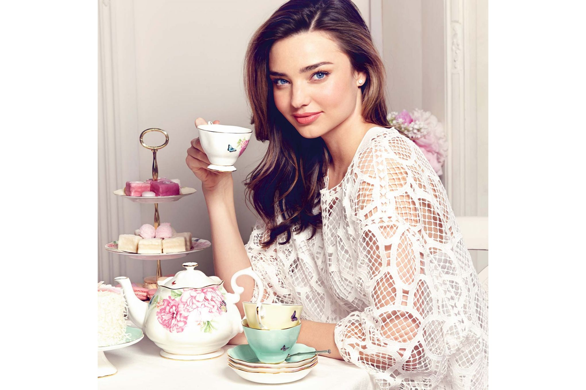 Miranda Kerr for Royal Albert Friendship 3 Piece Tea set Teapot, Sugar and Cream thumb 3