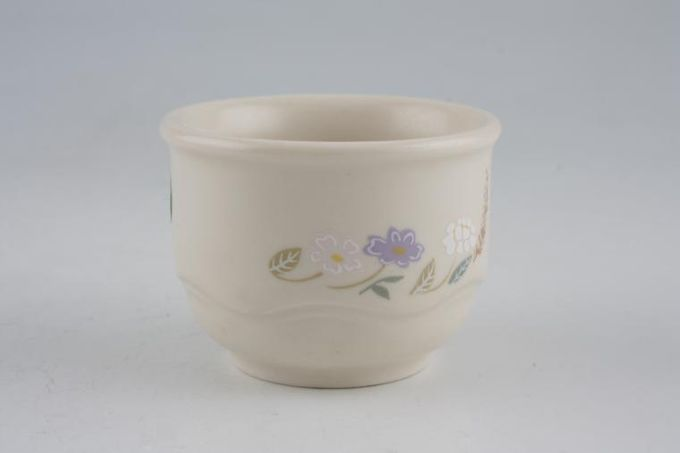 Poole Springtime Egg Cup Pattern not continuous on outside