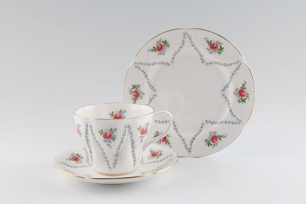 Royal Albert Minuet - Rosebuds - Gold Rim