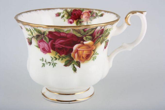 Royal Albert Old Country Roses - Made in England Teacup 3 3/8 x 2 3/4""