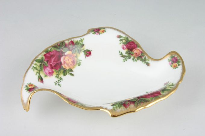 """Royal Albert Old Country Roses - Made in England Dish (Giftware) Leaf dish 5 1/4 x 6 3/4"""""""