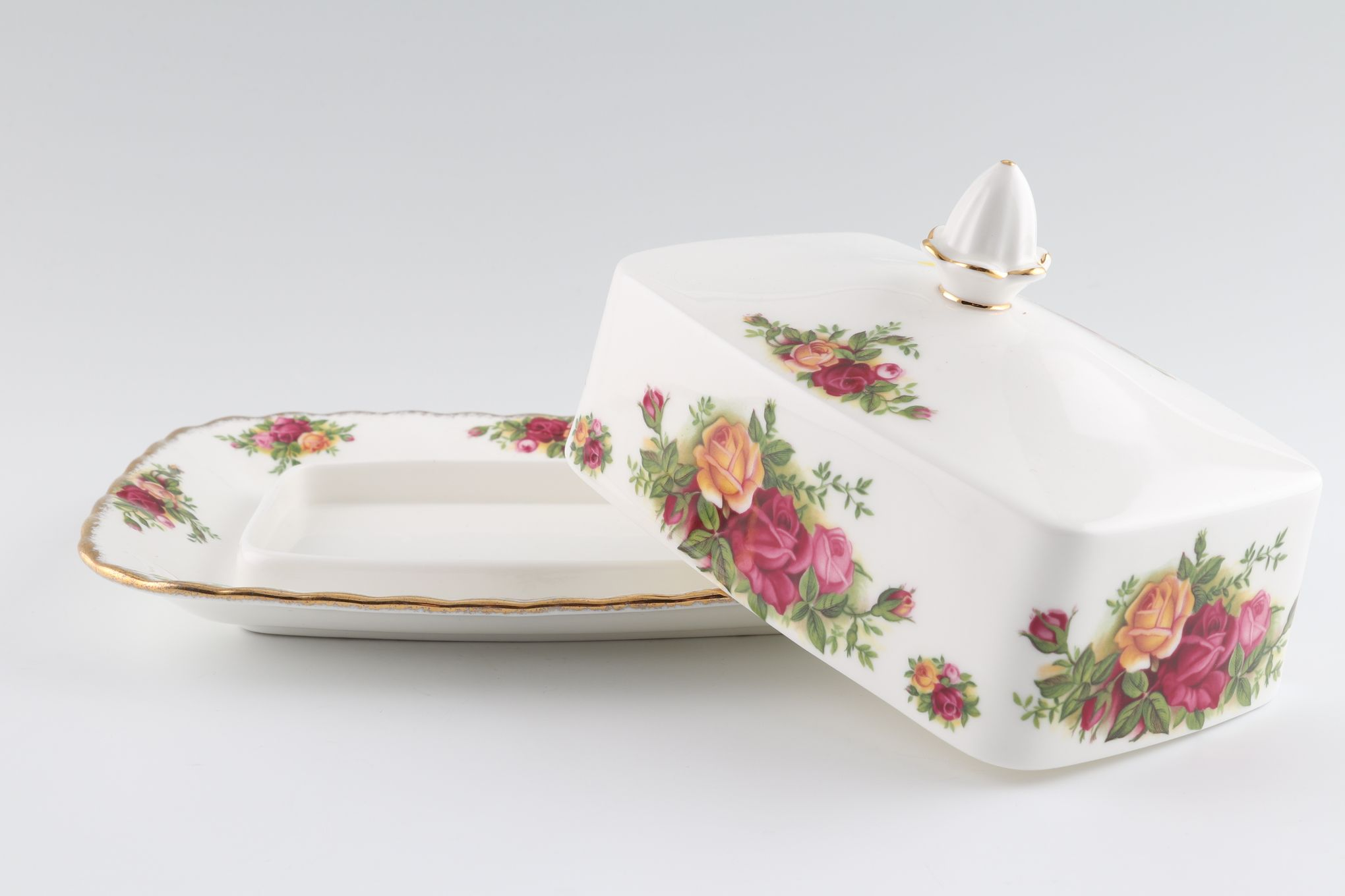"""Royal Albert Old Country Roses - Made in England Butter Dish + Lid 7 1/2 x 6"""" thumb 1"""