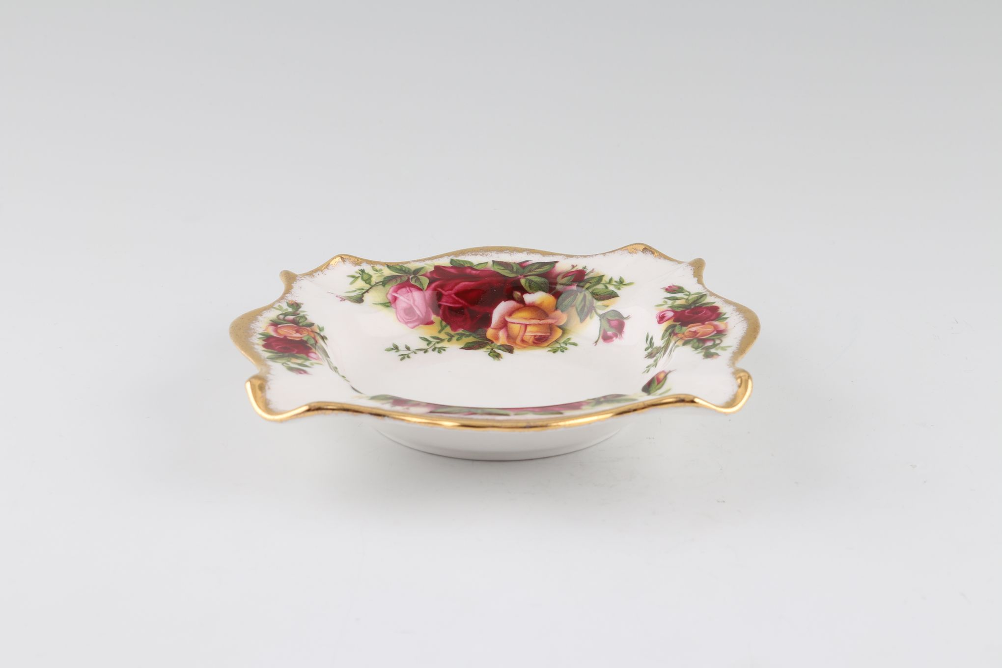 """Royal Albert Old Country Roses - Made in England Ashtray 4 3/4 x 4 3/4"""" thumb 2"""