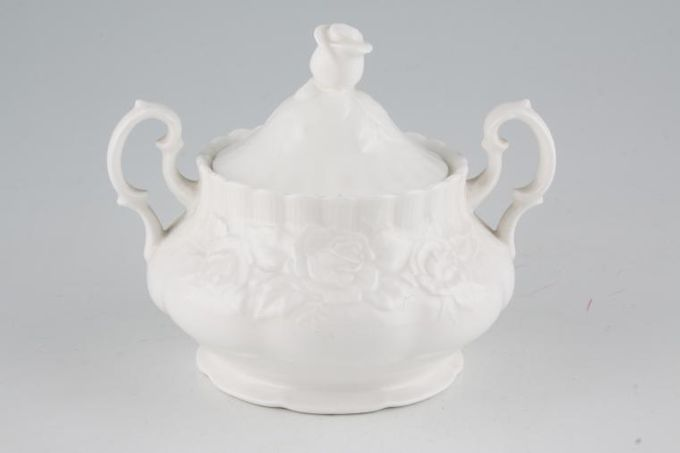 "Royal Albert Old English Garden Sugar Bowl - Lidded (Tea) lidded 6"""