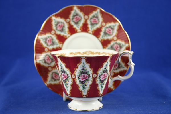 Royal Albert Holyrood - Royal Series