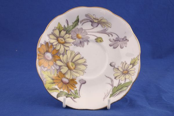 Royal Albert Flower of the Month Series - Hand Painted - Daisy No.4 - Gold +