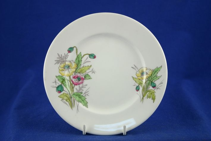 Royal Albert Flowers of the Month - No gold around rim-August-Poppy