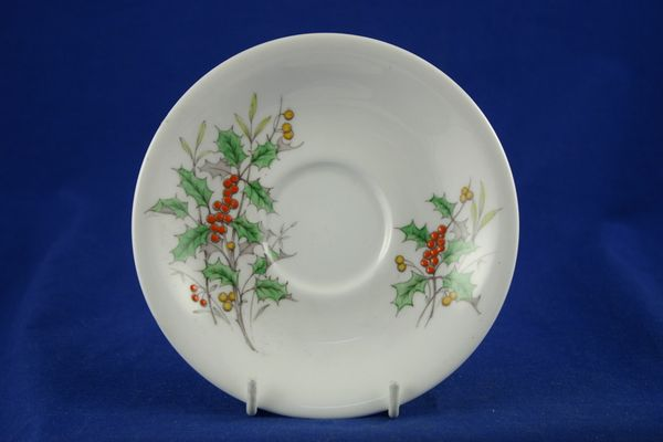 Royal Albert Flowers of the Month - No gold around rim-December-Holly