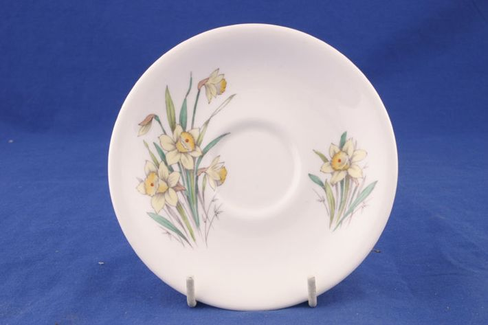 Royal Albert Flowers of the Month - No gold around rim-March-Daffodil