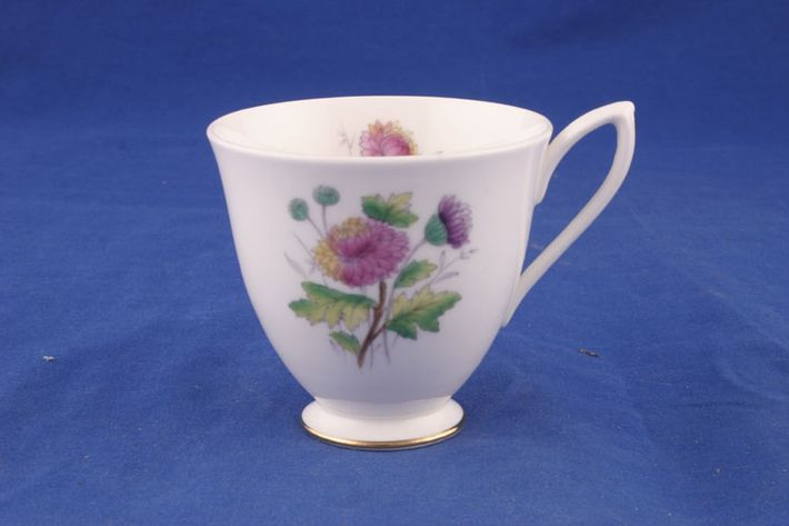 Royal Albert Flowers of the Month - No gold around rim-November-Chrysant