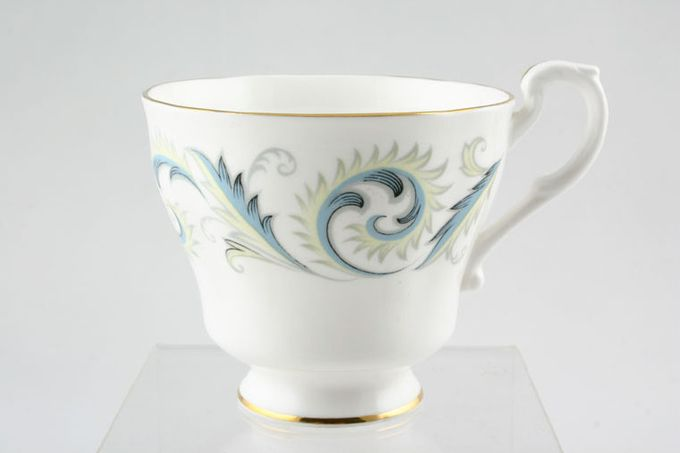 "Royal Standard Garland Teacup Pear Shape 3 1/2 x 2 7/8"""