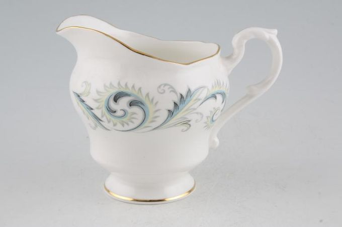 Royal Standard Garland Milk Jug 1/2pt