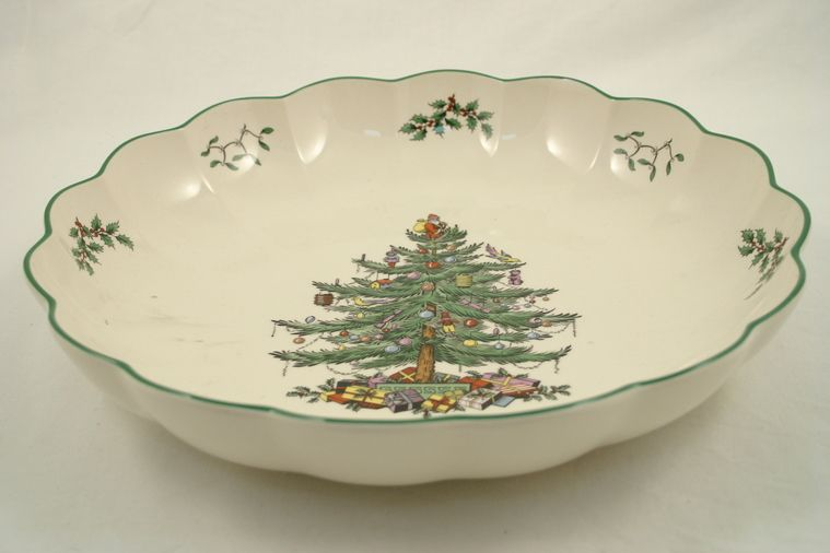 "Spode Christmas Tree Serving Dish 9 3/4"" Round, Fluted"