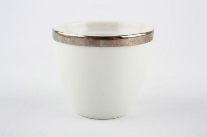 Thomas Medaillon Platinum Band - White with Thick Silver Line Egg Cup