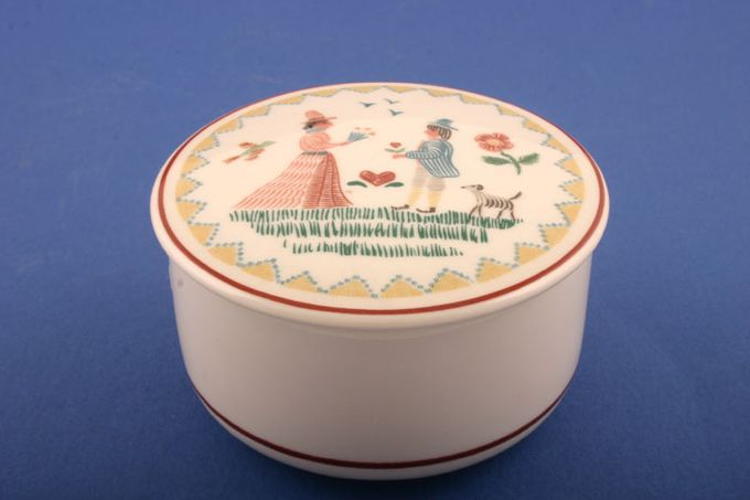 Villeroy & Boch American Sampler Candy box Round - Hearts and Flowers Design 3""