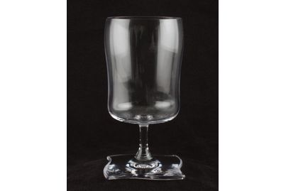 """Villeroy & Boch New Wave Glass Goblet Water 2 3/4 x 5 3/4"""""""