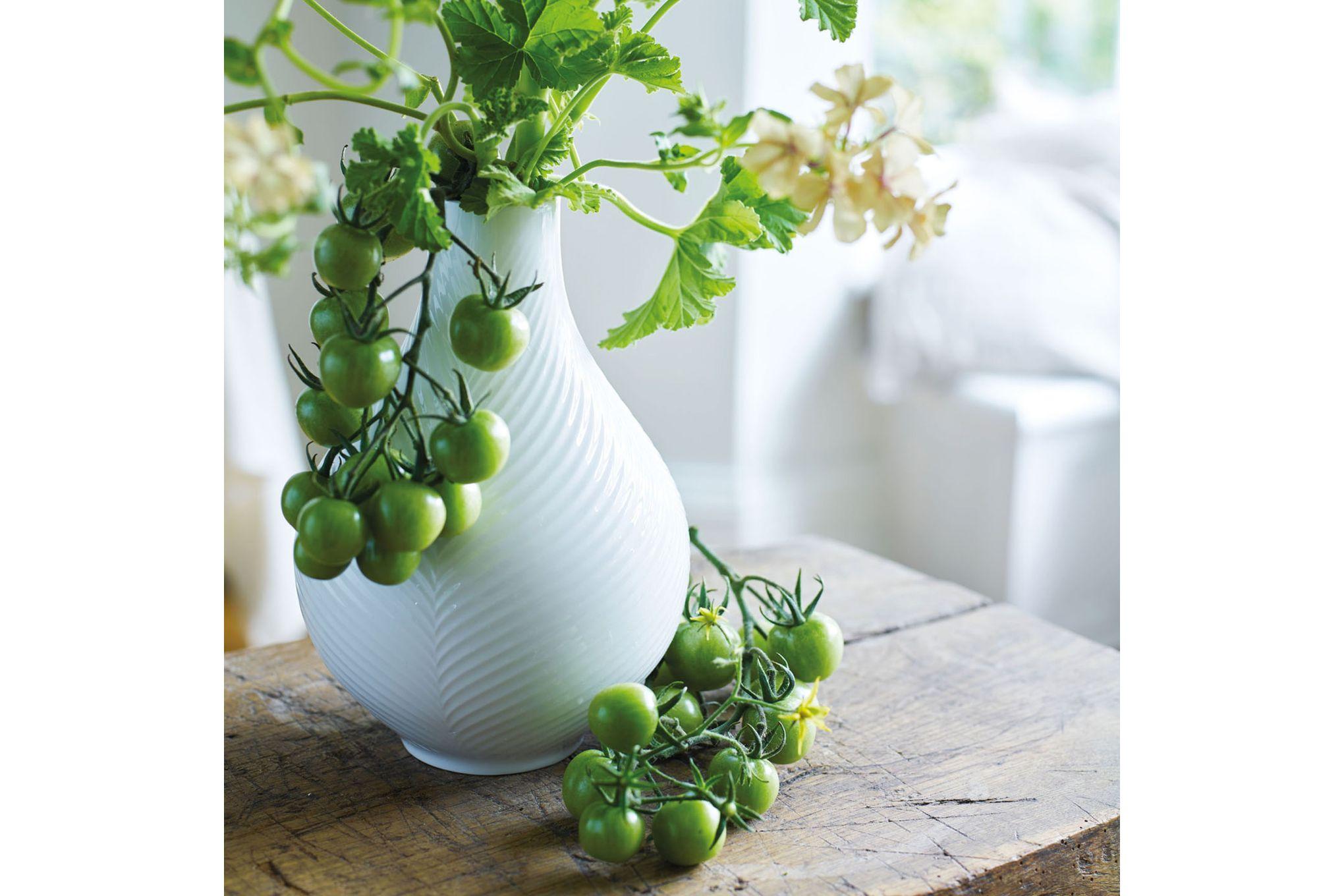 Wedgwood Folia Bulb Vase White Folia 23cm thumb 2