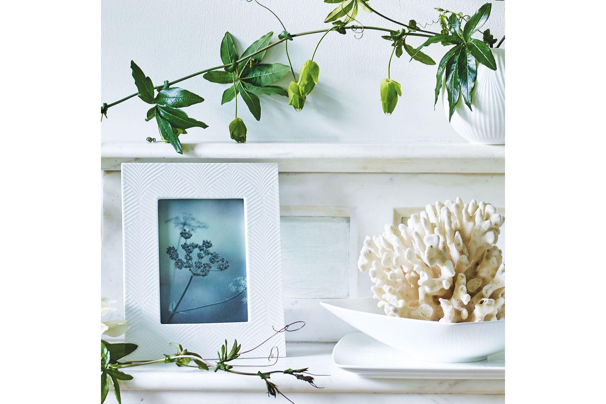 "Wedgwood Folia Photo Frame White Folia 4 x 6"" thumb 2"