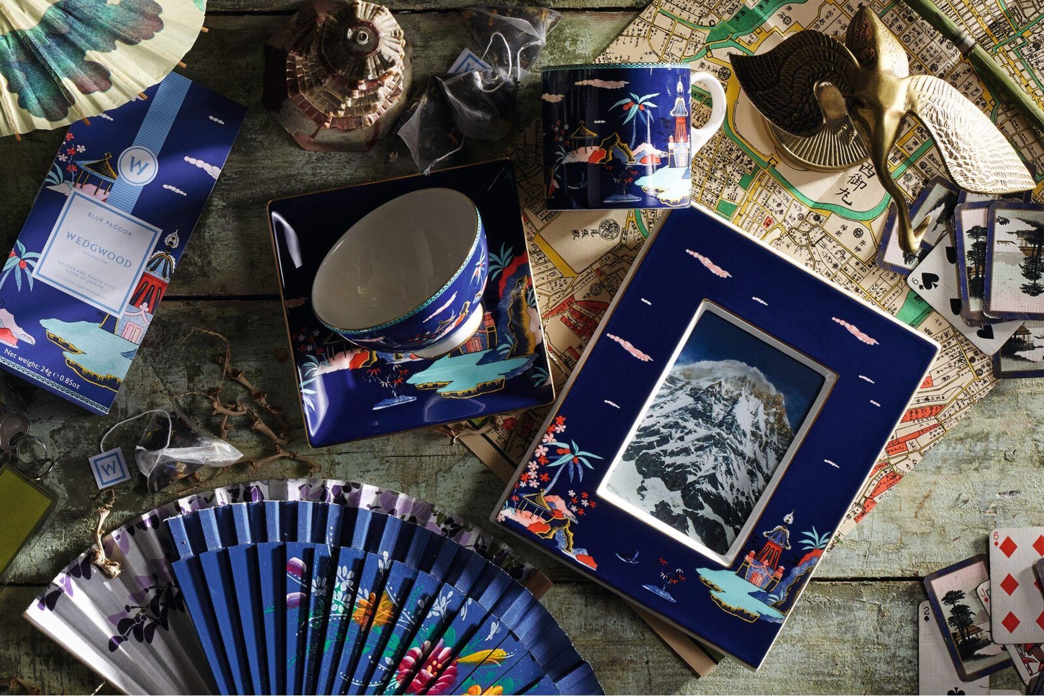 """Wedgwood Wonderlust Photo Frame Blue Pagoda - Boxed 4 x 6"""" thumb 3"""