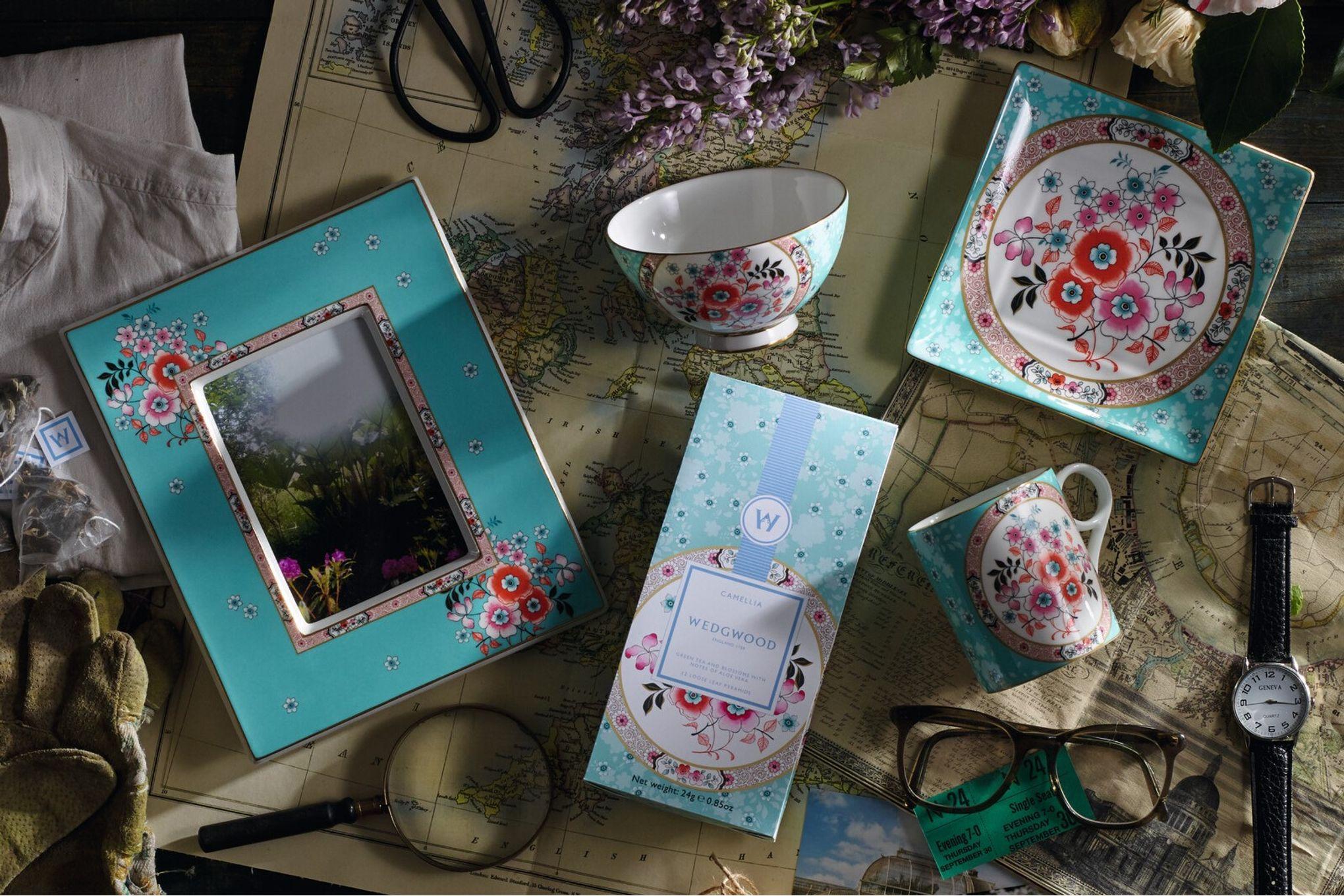 Wedgwood Wonderlust Keyring Camellia - Boxed thumb 3
