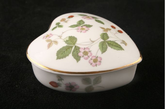 Wedgwood Wild Strawberry Box heart shaped